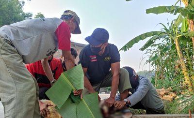 Dewan Pembina Senkom Polres Klaten Didaulat Potong Hewan Kurban